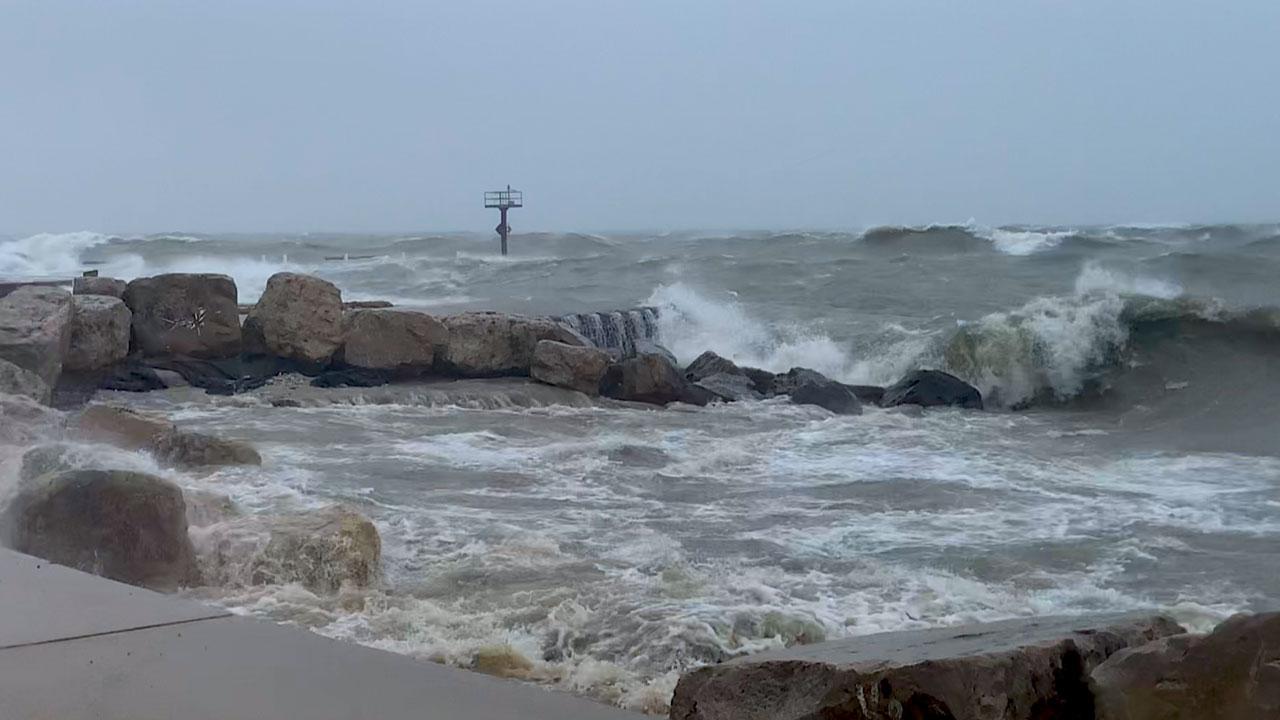 Chicago's battered beaches - photo 1